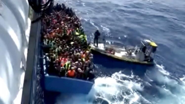 خفر السواحل الإيطالي ينقذ 910 مهاجرين في مضيق صقلية
