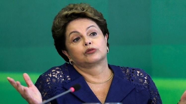 البرازيليون يؤيدون مساءلة رئيستهم أو استقالتها