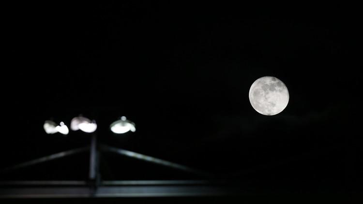 طالب أمريكي قد يعالج أزمة الطاقة بواسطة القمر