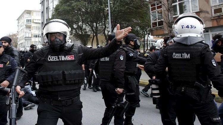الشرطة التركية تفرق حشدا من الأكراد كانوا يحتفلون بعيد النيروز في إسطنبول