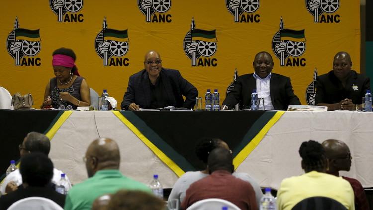 الحزب الحاكم في جنوب إفريقيا يمنح الثقة للرئيس زوما
