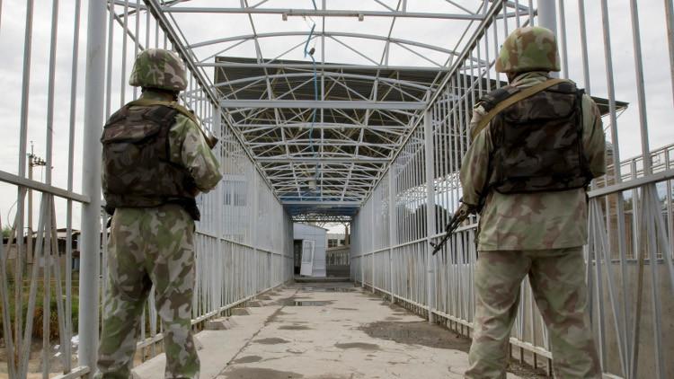 اتفاق قرغيزي أوزبكي على تخفيض عدد جنود البلدين في منطقة متوترة على الحدود
