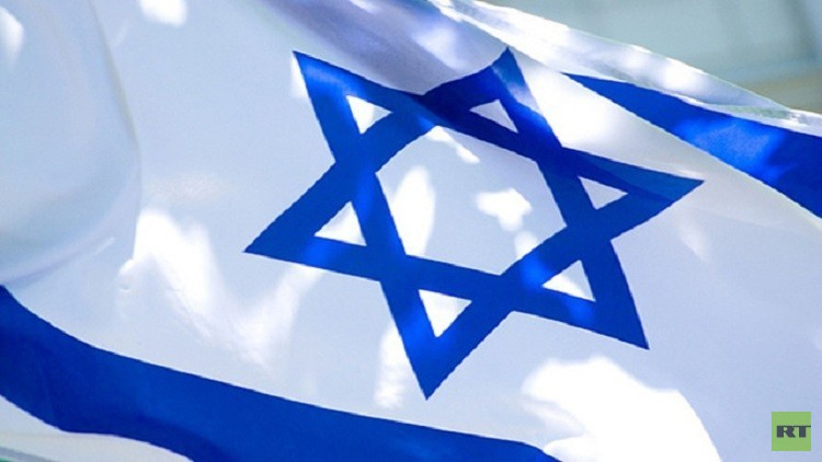 السجن 3 سنوات والغرامة ينتظران الفلسطينيين حال تدنيسهم العلم الإسرائيلي