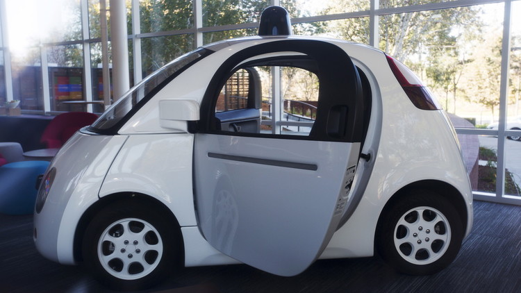 غوغل تبحث عن سائقين لسياراتها الذاتية القيادة!