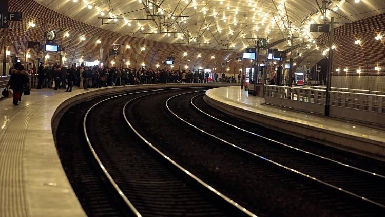 إخلاء محطة القطارات الرئيسة في باريس بعد تهديدات بوجود متفجرات