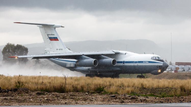 طائرة نقل روسية تعيد 160 عسكريا من