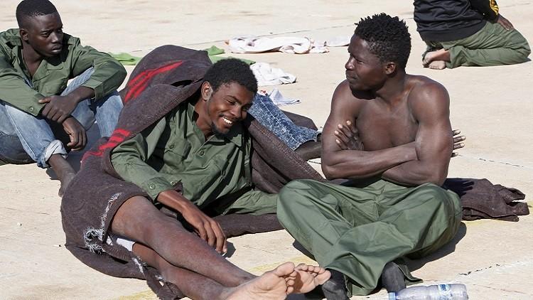 باريس: مئات الآلاف في ليبيا يستعدون للانتقال إلى أوروبا