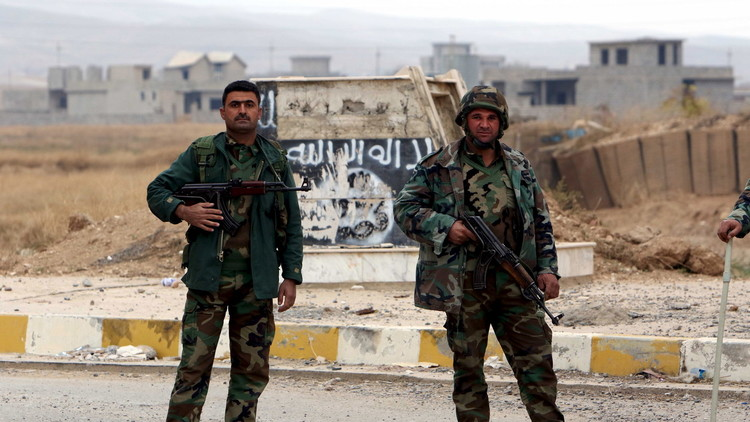المقاتلون الأكراد ومسلحو العشائر يحررون منطقة استراتيجية على الحدود مع سوريا