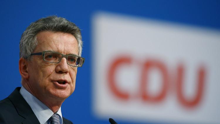 وزير الداخلية الألماني يدعو إلى حرمان اللاجئين الذين يرفضون الاندماج من حق الإقامة في البلاد