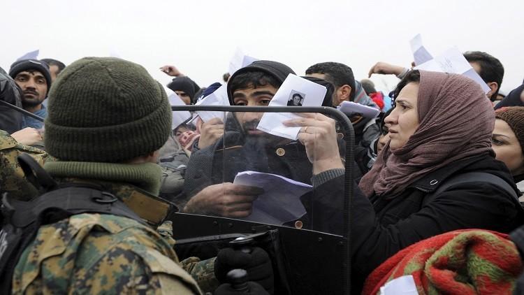 اليونان تعتقل ستة أشخاص لتزويرهم وثائق لطالبي اللجوء