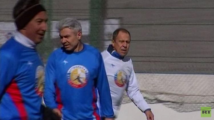 بالفيديو .. لافروف يفتتح بطولة جديدة في روسيا لكرة القدم