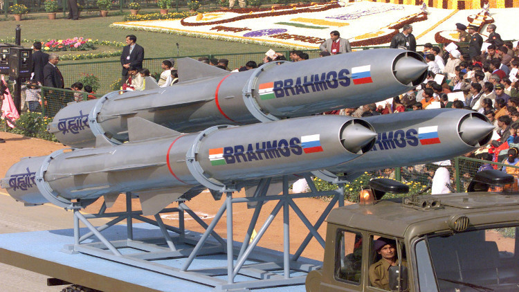 أربع دول تفاوض موسكو ونيودلهي على شراء صاروخ