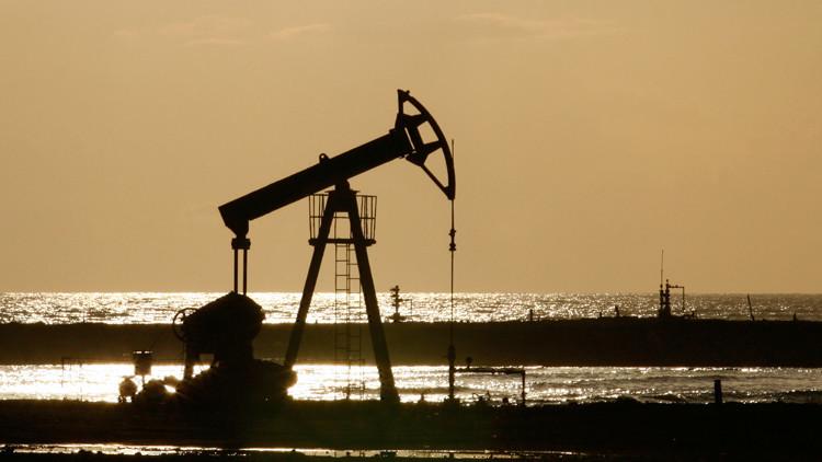 النفط يهوي بفعل قوة الدولار