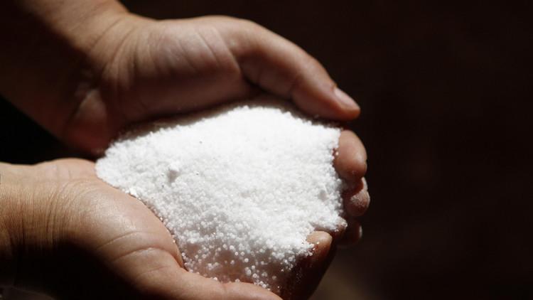 دراسة: تناول الملح يزيد خطر السمنة