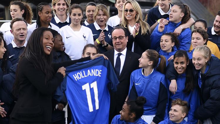 الرئيس الفرنسي يطمئن عشاق الكرة الأوروبية على أمن ملاعب يورو 2016