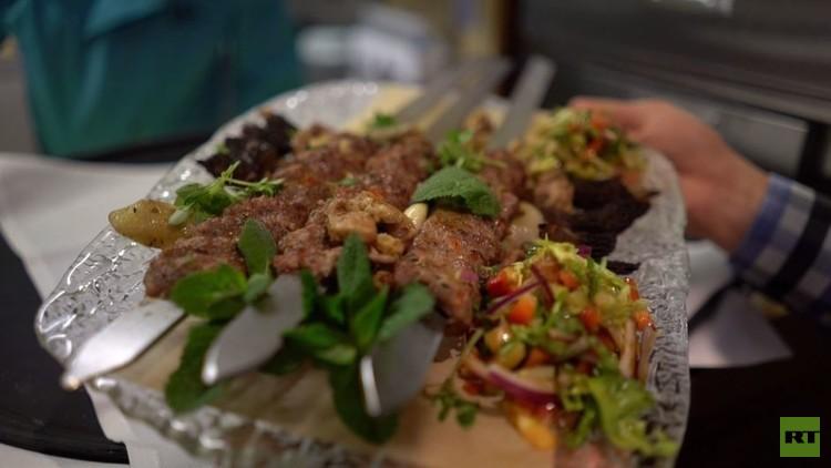 وجبة أغلى كباب في العالم تقدم في مطعم فاخر في لندن (فيديو)