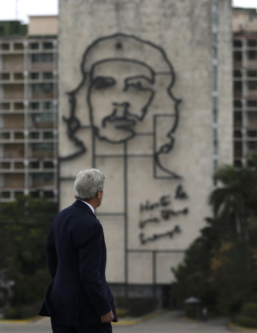 أوباما وتشي غيفارا في هافانا (صور + فيديو)