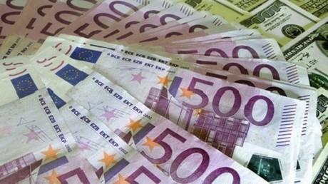 اليورو يتراجع إلى 80 روبلا للمرة الأولى منذ مطلع العام الجاري
