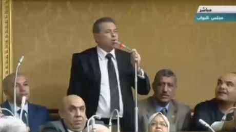 توفيق عكاشة خارج البرلمان المصري
