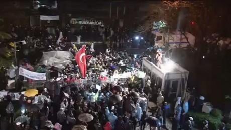 الشرطة التركية تقتحم صحيفة زمان المعارضة