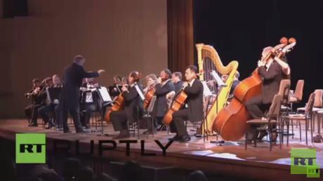 أوركسترا المسرح الماريينسكي الروسي في العاصمة الكوبية