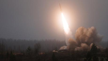 """روسيا تختبر صاروخ """"زركون"""" الأسرع من الصوت"""