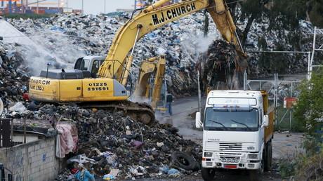 البدء بإزالة النفايات في لبنان