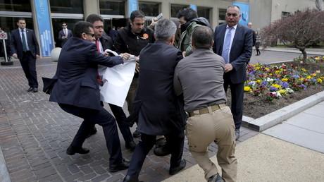 حرس أردوغان يشتبك مع نشطاء في واشنطن
