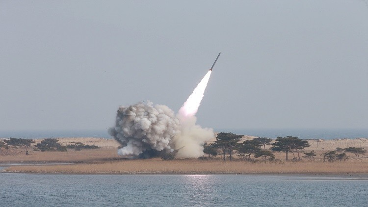 كوريا الشمالية تطلق صاروخا جديدا تزامنا مع قمة الأمن النووي