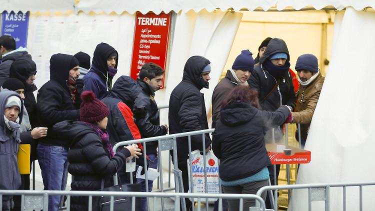 بلجيكا تشتبه بانتماء 40 لاجئا إلى