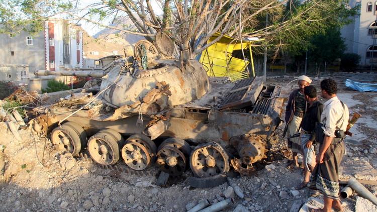 ضربات جوية تستهدف معسكرا للقاعدة جنوب اليمن