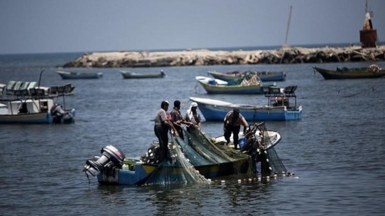 إسرائيل تسمح لصيادي السمك في غزة بممارسة عملهم في مساحة أكبر