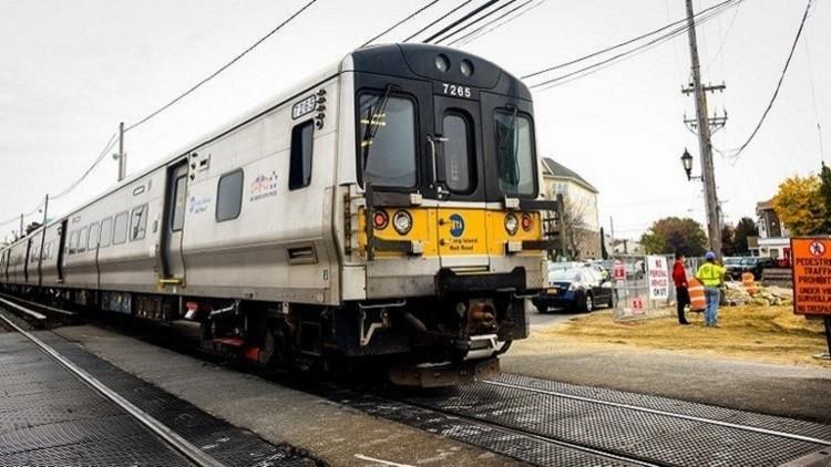 قتيلان و35 مصابا في حادث قطار في فيلادلفيا بالولايات المتحدة