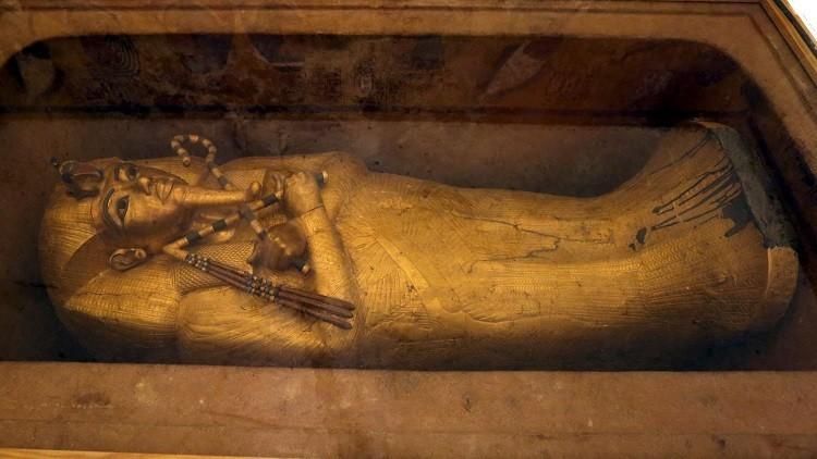 لغز الغرفتين يدفع وزيرا مصريا للمطالبة بإجراء مسح جديد لمقبرة توت عنخ آمون