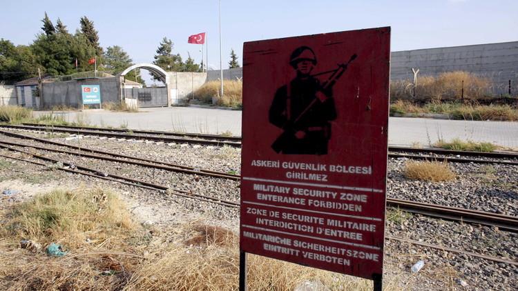 إصابة جندي تركي بقصف شنه