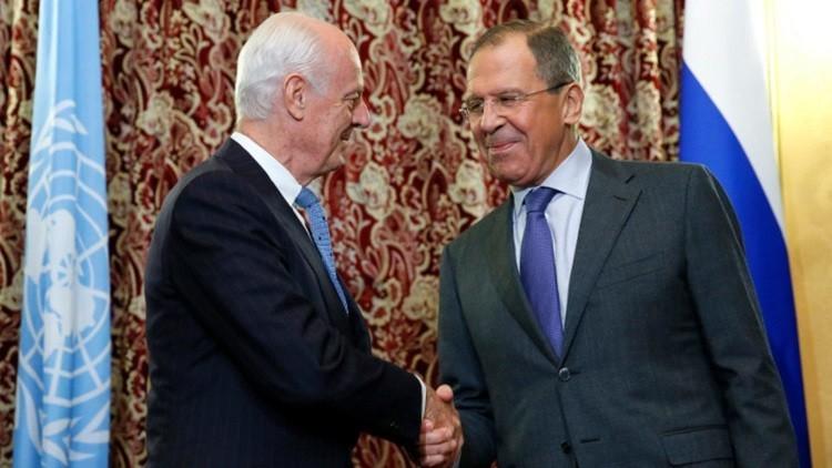 لافروف خلال لقائه مع دي ميستورا: روسيا والولايات المتحدة ملتزمتان بدعم المفاوضات