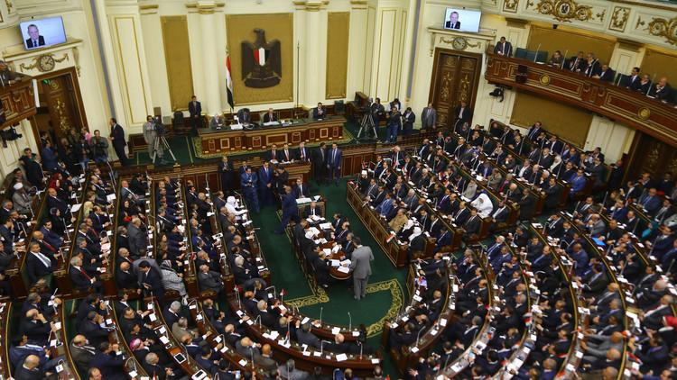 النواب المصريون غاضبون لكنهم يوافقون على برنامج الحكومة!