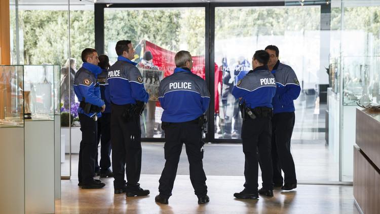 الشرطة السويسرية تداهم مقر اليويفا