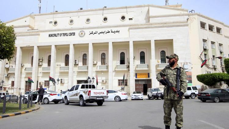 الغويل يأمر وزراء حكومته غير المعترف بها بعدم تسليم السلطة لحكومة الوفاق