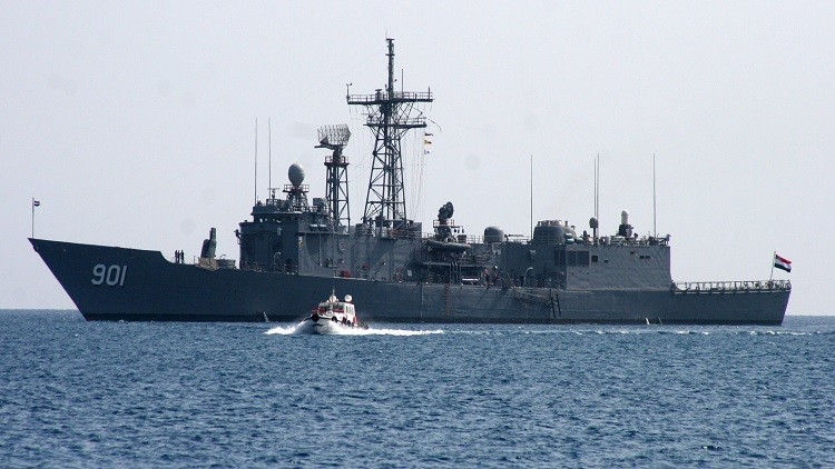 مصر تحتجز سفينة تقل مهاجرين كانت في طريقها إلى إيطاليا