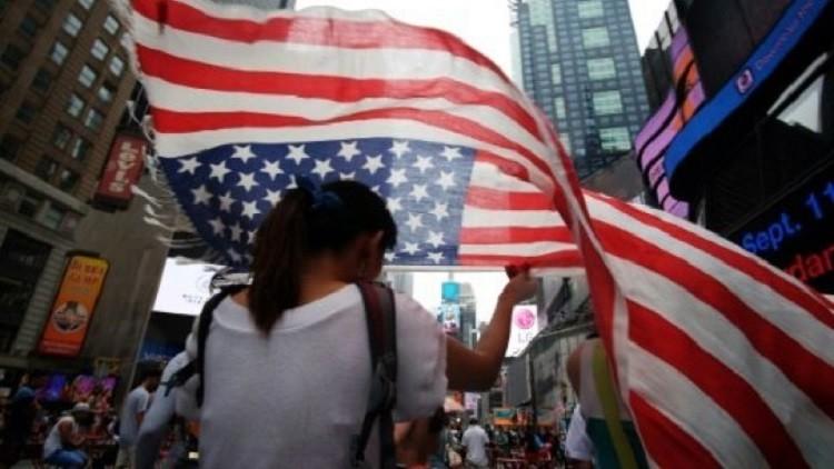 أوروبا تدرس فرض تأشيرات على الأمريكيين والكنديين