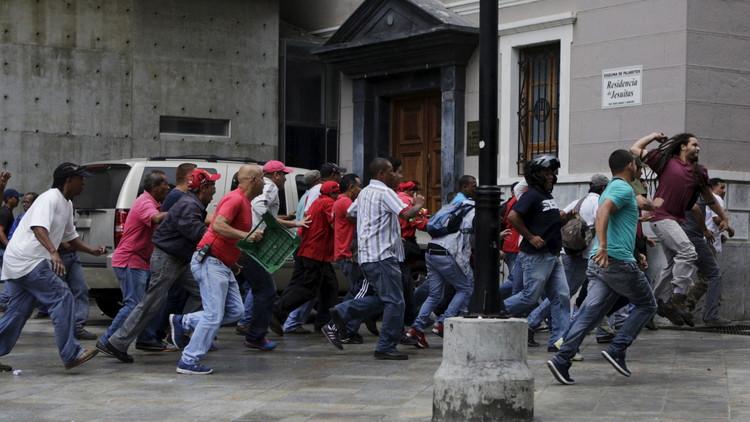 فنزويلا.. اشتباكات بين مؤيدين ومعارضين للحكومة على خلفية قانون العفو عن سجناء سياسيين