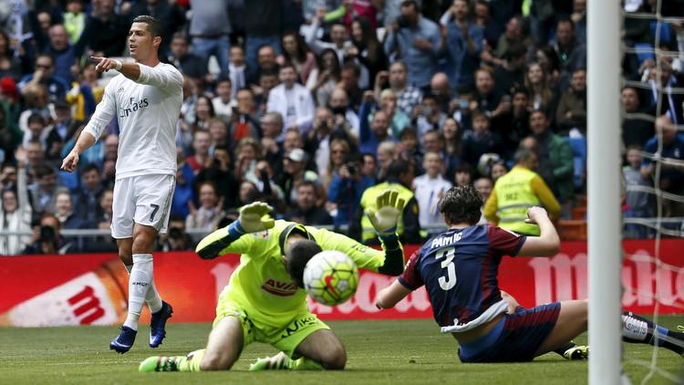 ريال مدريد يكرم إيبار برباعية بعد كبوة فولفسبورغ .. (فيديو)