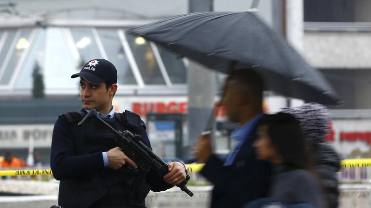 الشرطة التركية تفجر حقيبة مفخخة في ميدان تقسيم باسطنبول وسط تحذيرات من هجمات إرهابية