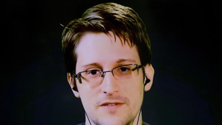 سنودن يكشف كيف تحدد الاستخبارات مصادر الصحفيين