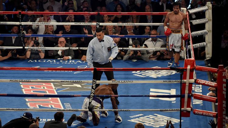 بالفيديو .. باكياو يؤكد علو كعبه على الملاكم الأمريكي برادلي