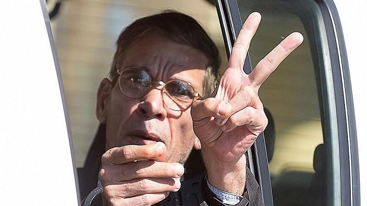 مختطف الطائرة المصرية يطلب اللجوء السياسي في قبرص