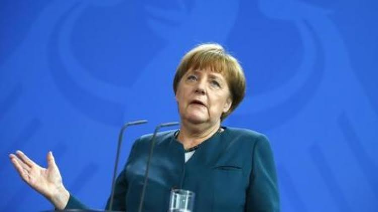 ميركل ترغب في اختبار السيارات الذاتية القيادة في ألمانيا في وقت قريب