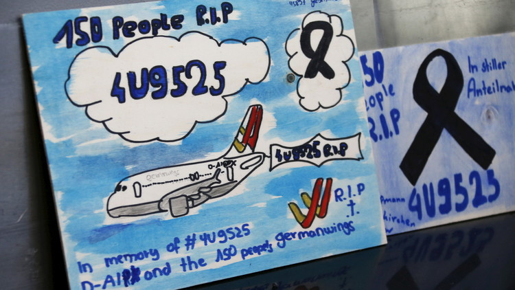 أقارب ضحايا الطائرة الألمانية المنكوبة يقاضون مدرسة مساعد الطيار