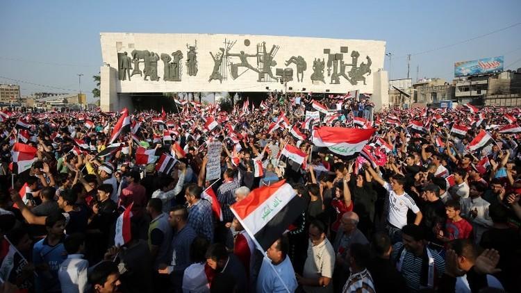 الآلاف يتظاهرون وسط بغداد للمطالبة بإقالة الرئاسات الثلاث